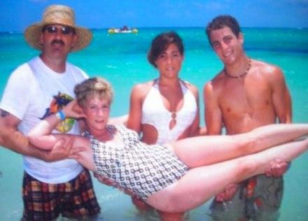 awkward-mom-beach