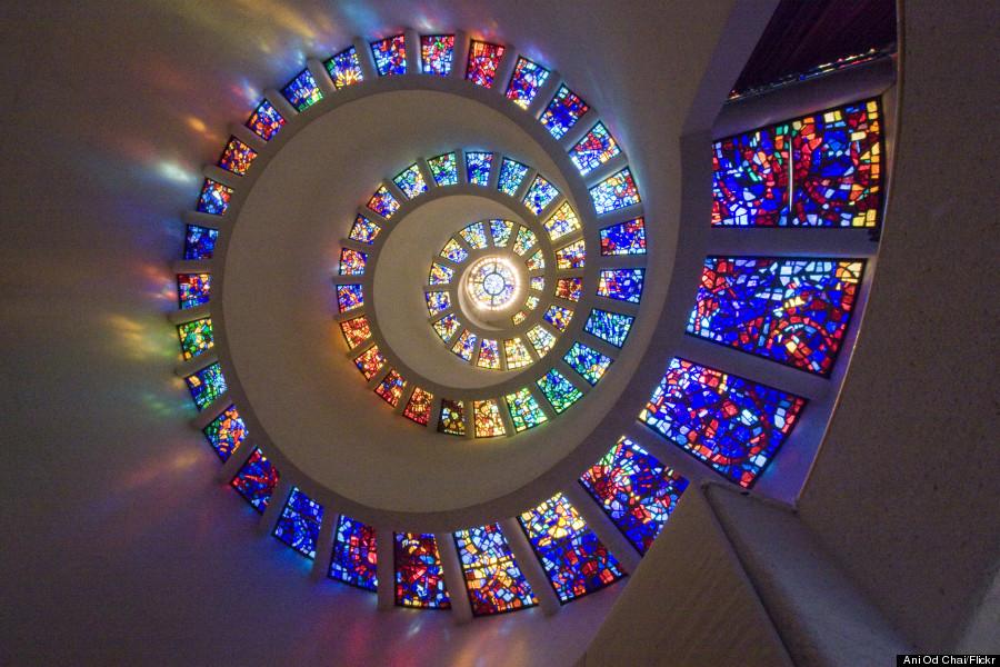 o-GLORY-WINDOW-SPIRAL-STAINED-GLASS-WINDOW-900