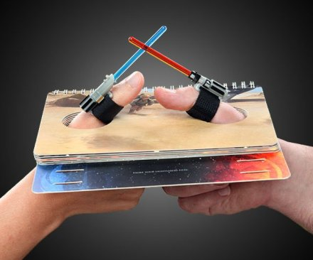 Star-Wars-Lightsaber-Thumb-Wrestling-Kit
