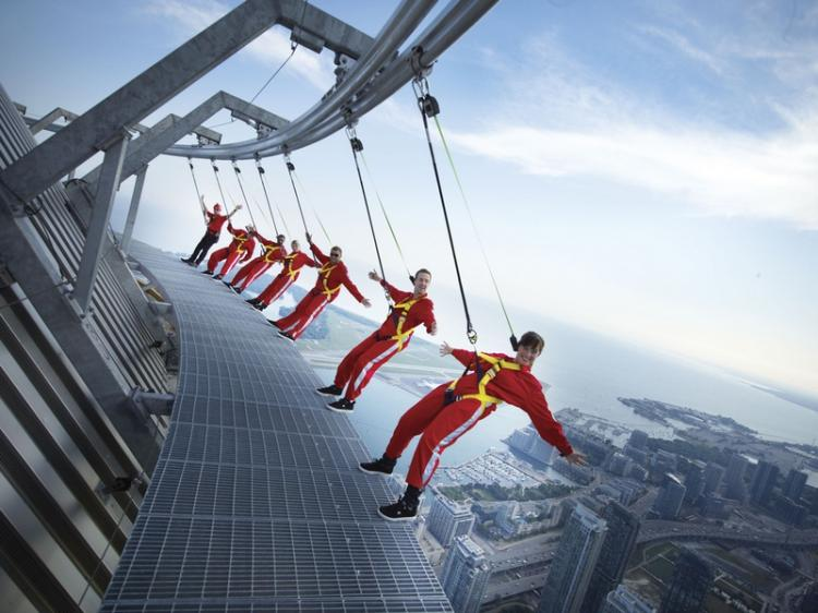 the-edgewalk-in-toronto